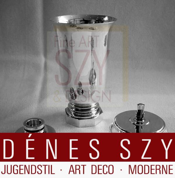 Georg Jensen vase # 637, décor Pyramide, argent sterling