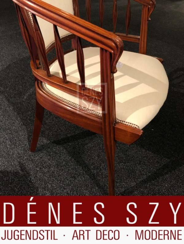 Edler Schreibtisch oder Armlehn Stuhl mit Weisspolster Bezug, Edelholz, Luois Majorelle Nancy um 1900