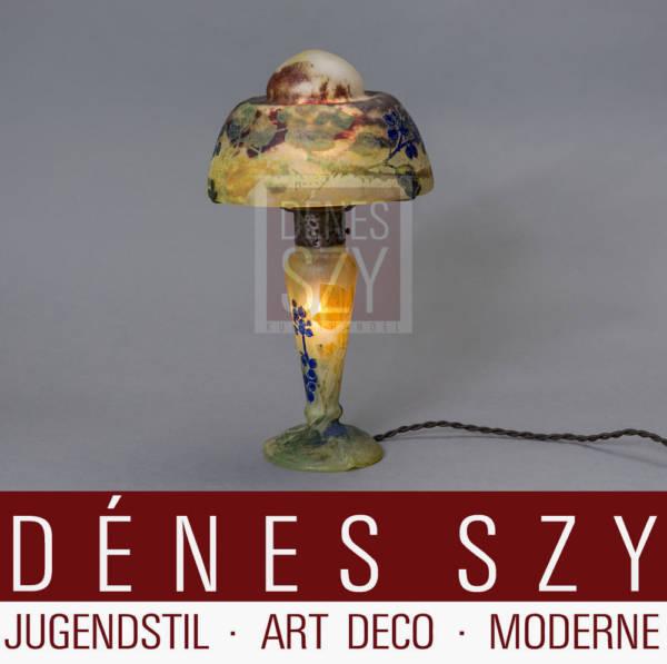 French Art Nouveau Cameo Art Glas Table Lamp by Daum Nancy