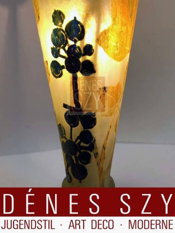 Jugendstil Glas Lampe von Daum Nancy um 1900 mit Brombeer Dekor, Glas geschnitten und geaetzt