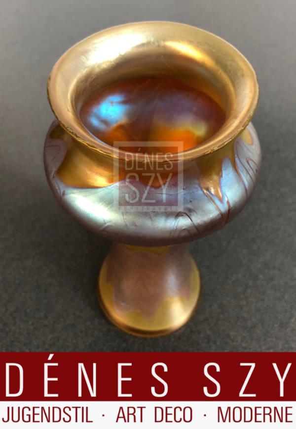 Oesterreichische Art Nouveau Glas Vase von Loetz mit warmer irisierender Glasur
