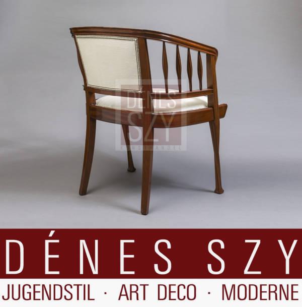 Edler Schreibtisch oder Armlehn Stuhl mit hellem unifarbenen Bezu, Edelholz, Luois Majorelle Nancy um 1900