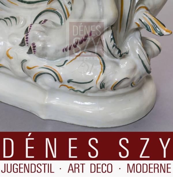 Animale favoloso cerbero in porcellana epoca Art Deco Volkstedt 1921