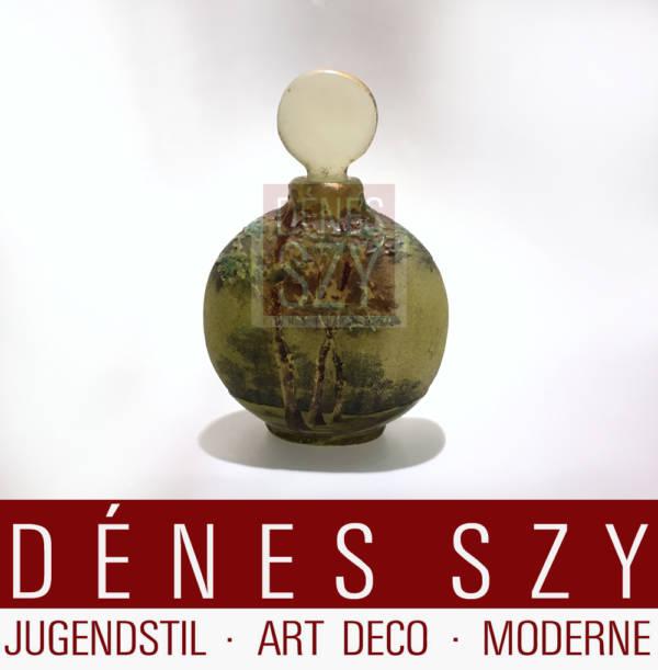 kleine Mini Flakon von Daum Nancy, Frankreich um 1900 mit Sommerwald Dekor in Gruentoenen
