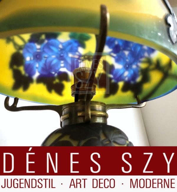 Emile Galle Art Deco lampada da tavola in vetro multistrato con fuscie