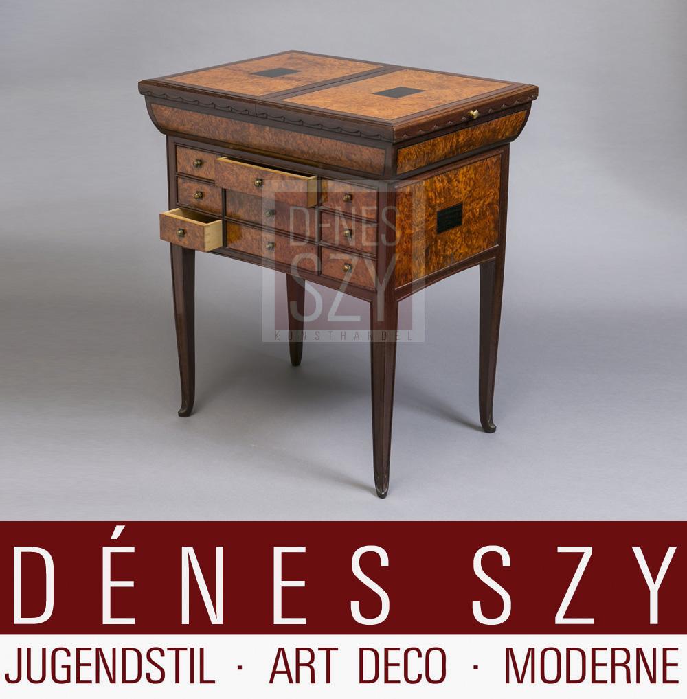 Herrenmoebel des Art Deco, Salontisch aus Wurzelholz, Rosenholz mit Bronzeapplikationen und geometrischem Dekor