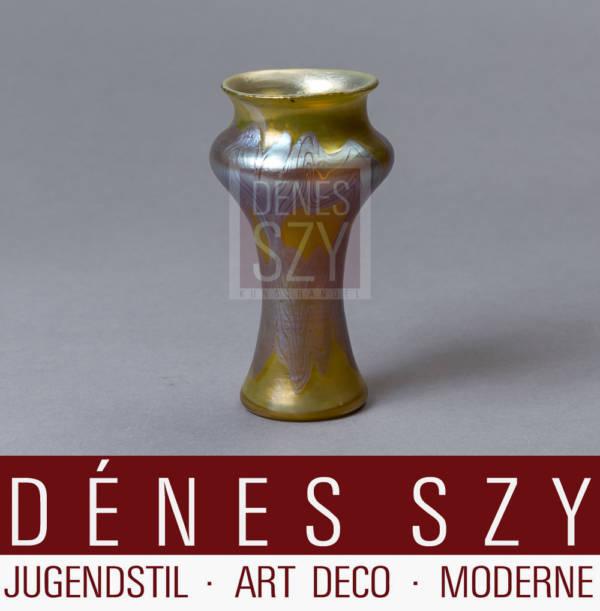 kleine Jugendstil Glas Vase mit Eosin Glasur von Loetz, Klostermuehle