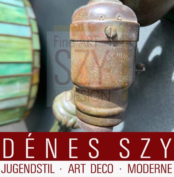 Jugendstil Arts & Crafts Bleiglas Tischlampe mit grünem Glaslampenschirm auf Bronzefuß, Handel USA um 1900
