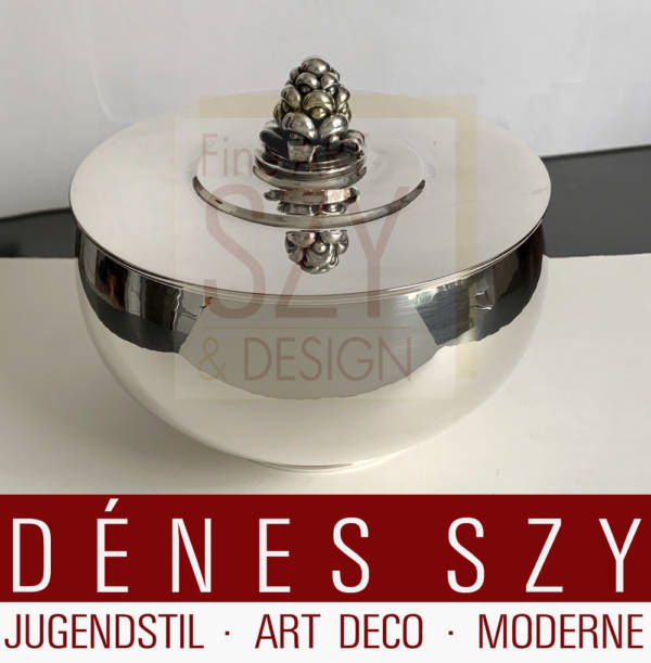 Imponente ciotola con coperchio, bomboniera # 525A, Design: Harald Nielsen circa 1928, Esecuzione: argentieri Georg Jensen, Copenhagen Danimarca 1925-32, argento 925