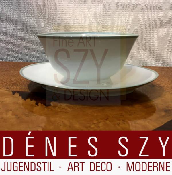 Oval sauce boat with a fixed saucer, Pattern: Neuberlin, like Urbino with celadon edge, Design: Trude Petri 1931, Execution: KPM Berlin 1938
