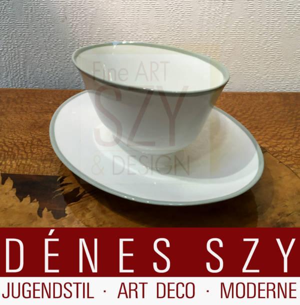 Ovale Sauciere mit festem Unterteller, Muster: Neuberlin, passend zu Urbino mit Seladonrand / Festrand, Entwurf: Trude Petri 1931, Ausfuehrung: KPM Berlin 1938