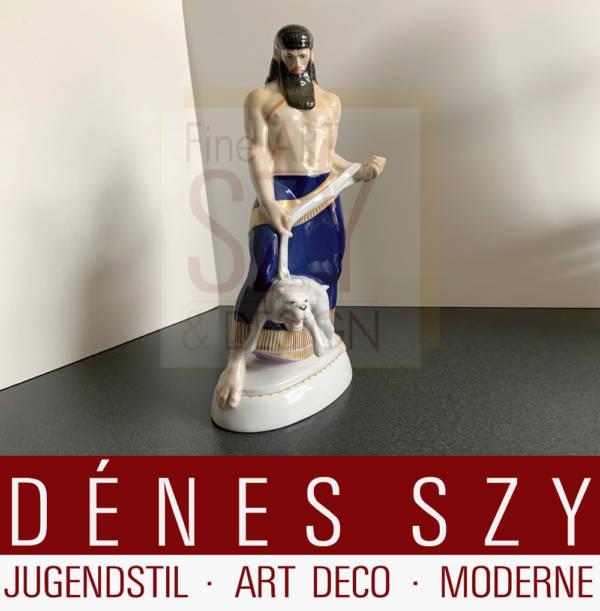 Jugendstil Porzellanfigur, Assyrer mit Hund aus dem Hochzeitszug, Entwurf: Adolph Amberg 1908-10, Ausfuehrung: KPM Berlin 1911