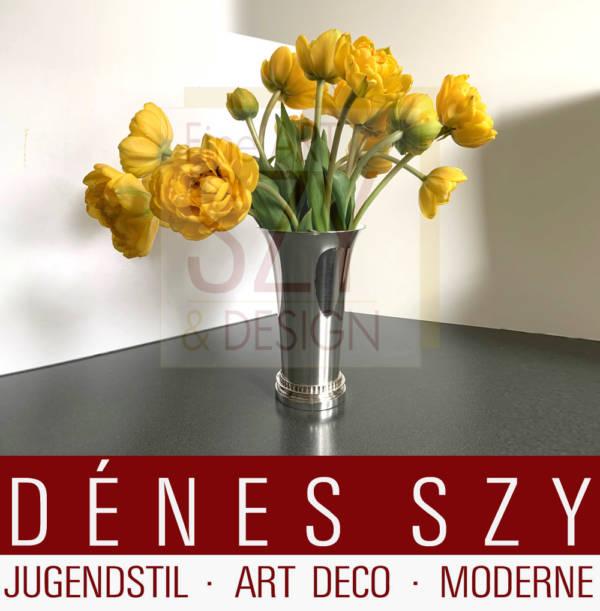 Große Art Deco Vase # 589, Muster Pyramide, Entwurf: Harald Nielsen ca.1930, Ausführung Georg Jensen Silberschmide, Sterling Silber , Kopenhagen 1933-44 Denmark
