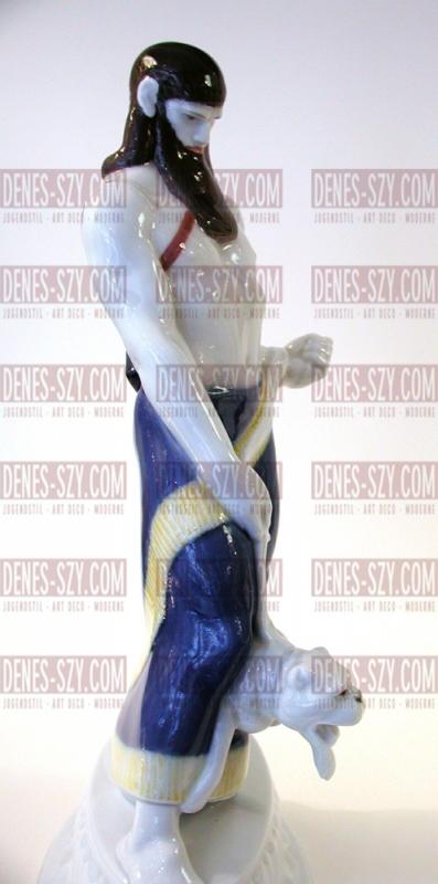 KPM Berlin Figur der ASSYRER aus dem Hochzeitszug