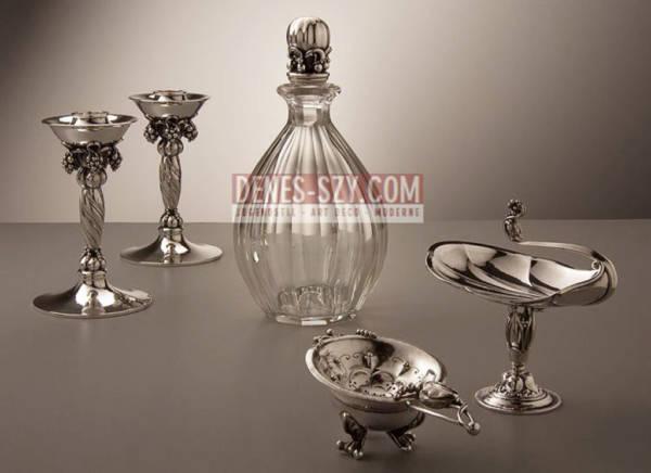 Caraffa numero 100 argento e cristallo, Design: Georg Jensen intorno al 1920, Esecuzione: argentieri Georg Jensen, Copenaghen dal 1945, Danimarca, Argento 925, argento sterling e cristallo Baccarat
