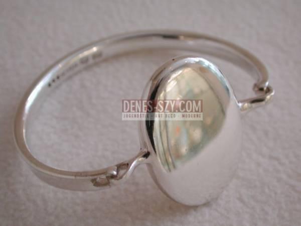 Bracelet # 230, Design danois, bijoux design danois, artisanat, Design: Conçu par Vivianna Torun Buelow-Huebe (suédois 1927-2004), Exécution: Orfèvres Georg Jensen, Copenhague Danemark, argent sterling