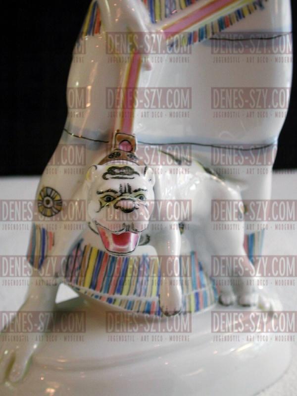 Assiro con cane in porcellana di KPM Berlino, epoca liberty